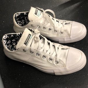 Sz 9 women's All Star Converse